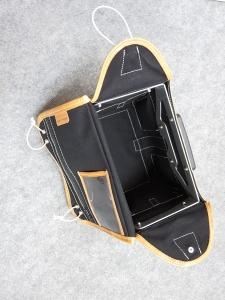 Nouvelle sacoche avec plaque KLICKfix et surtout une belle armature métallique à l'intérieur (c'est mieux que le carton d'avant !).