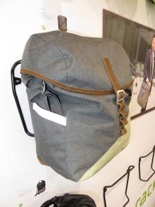 Des sacoches avec antivol et sangle de portage, en toile imperméable très souple. Fermeture simple et efficace.