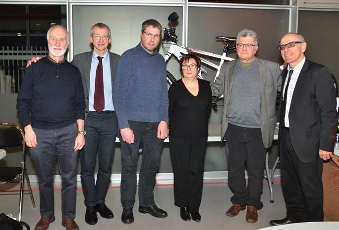 Photo 1 : Remise du tandem, de g à d : Michel Hamel, Alain Moraine, Pierre Pinglier, Dominique Debras, Gérard Harou, Jean-Michel Richefort.