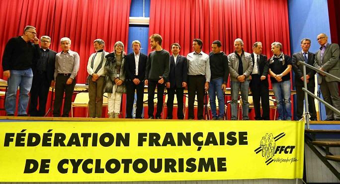 La nouvelle équipe du Comité régional réunie autour de son président Philippe Deveaux (6e à partir de la gauche) ; absente de la photo : Béatrice Barrière