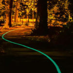 Une piste cyclable luminescente à Pessac (Gironde)